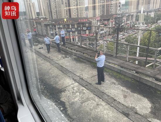 疑似列车撞人 兰州到成都东动车遂宁紧急刹车