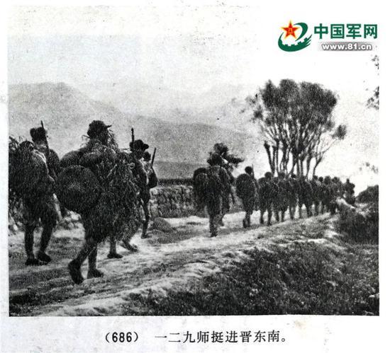 1937年10月八路军一二九师东渡黄河挺进晋西北时的官兵着装,据《中国群众解放军汗青材料图集》第二册第27页。