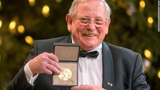 获得诺贝尔奖是一种什么体验?大部分人被吵醒,有人兴奋有人懵,还有人翻白眼