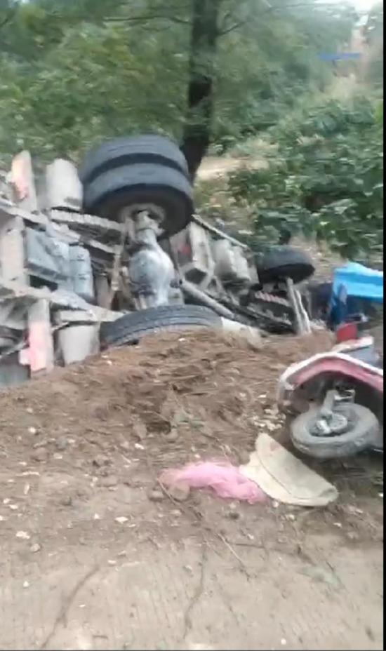 河南8死11伤翻车事故死者家属:事发地曾多次发生事故