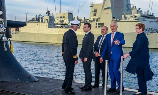 美国为何甘愿得罪欧盟,也要抢澳的潜艇订单?因为快没钱了!