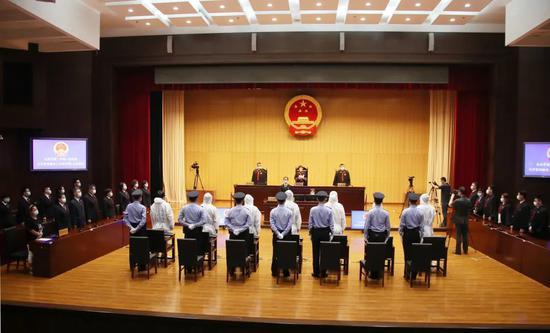 北京对石凤刚等21人黑社会性质组织犯罪案一审宣判