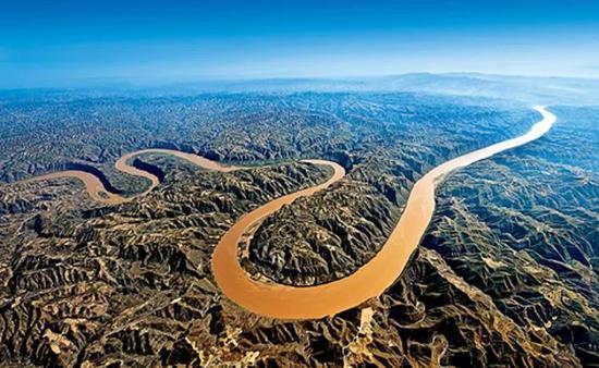 中国的母亲河——黄河,宏伟壮丽、宛若龙形。