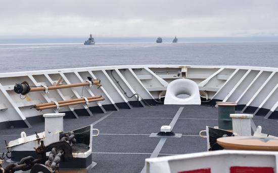 中国055驱逐舰被拍到现身美国专属经济区,美方公布现场照片后又删除