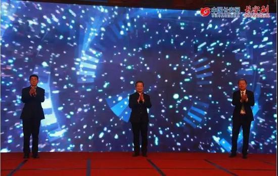 """""""政法网事""""频道的上线典礼,最左为樊绪银"""