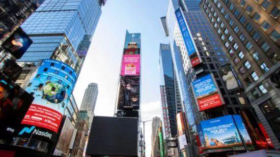 """图为美国纽约时期广场,义乌广告向全国收回""""奇迹中国 商贸义乌 全国小商品之都""""的声音"""