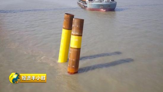 △钢管桩被顺遂打到海床如下90米