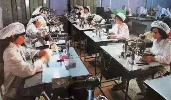 """乡镇企业""""异军突起"""""""