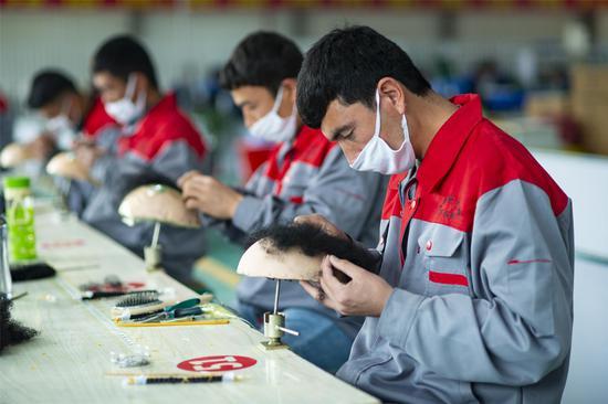 美国这次盯上了新疆的假发、服装