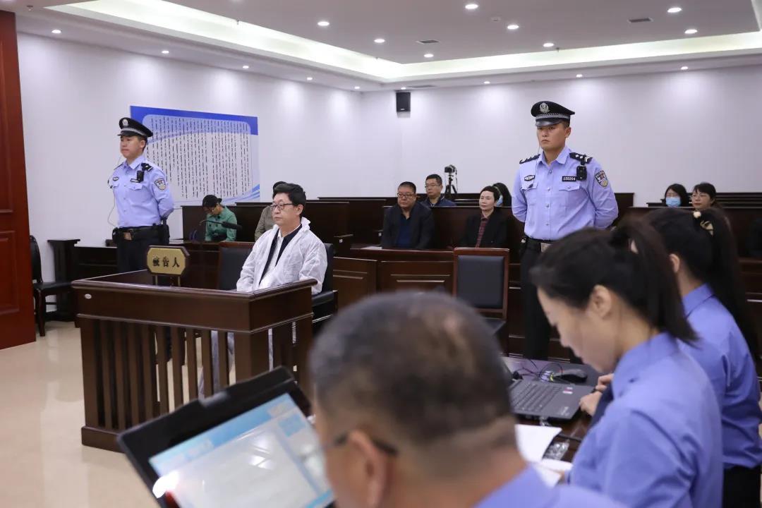 内蒙古公安厅原副厅长赵云辉受审:受贿 非法持有枪支