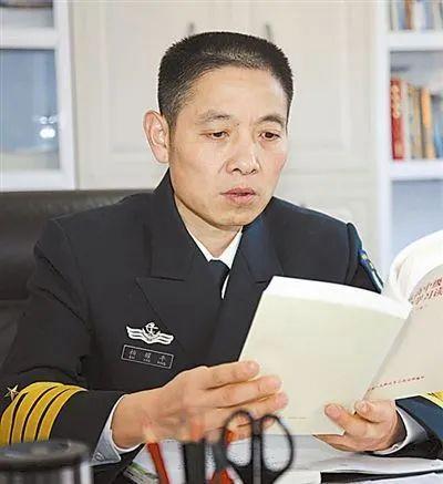 """能""""驾机操舰""""的少将调任北部战区海军副司令员"""