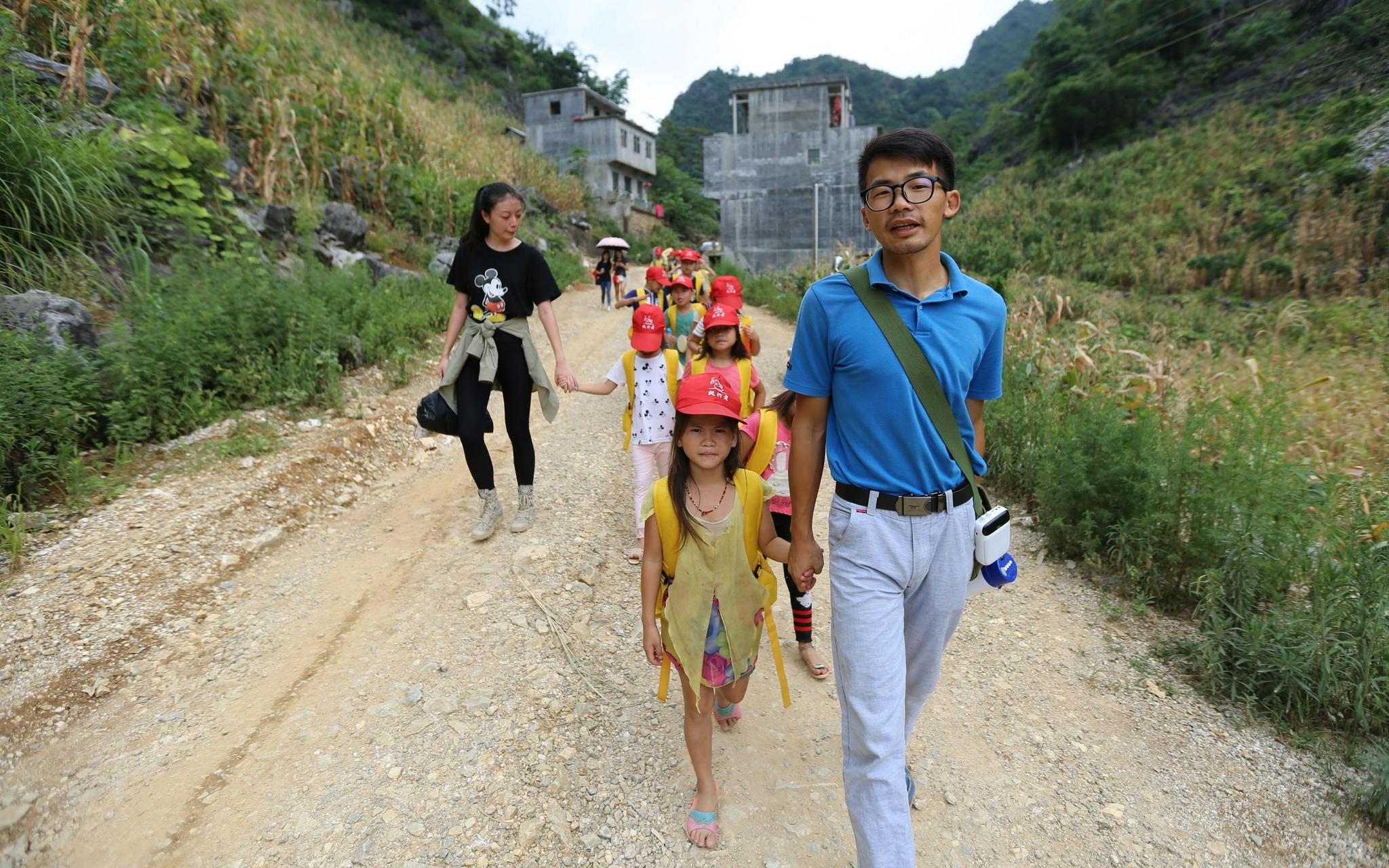"""会杂技的山区支教老师大杨:""""我也曾是留守儿童"""""""