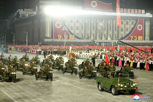 朝鲜建国73周年阅兵传递哪些信号?
