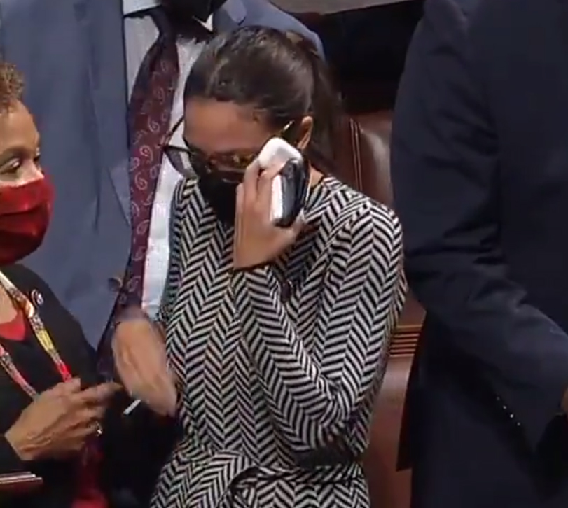 美国一议员最后一刻改票后哭了 美媒:鳄鱼的眼泪