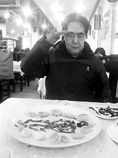 """北大考古学家王迅逝世 曾因""""吃鸡拼骨""""走红网络"""