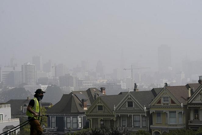 美国山火致居住区被刺鼻烟雾长期笼罩 急诊人数增加