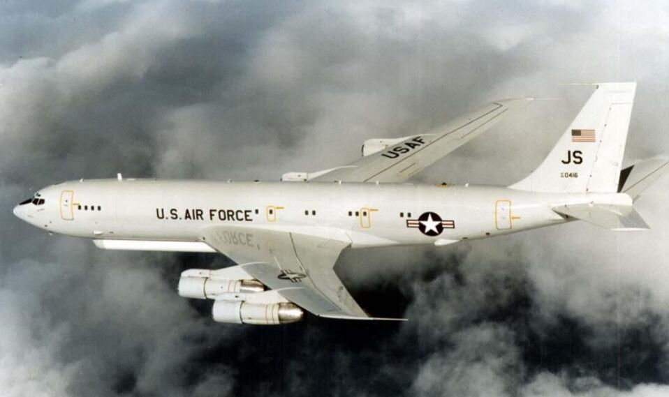美军同时向南海连派两架侦察机 其中一架6天来了4次