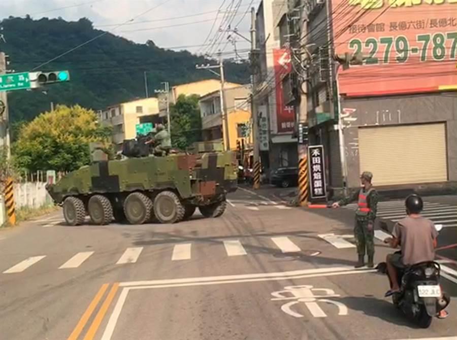 """台军""""云豹""""装甲车转个弯用2分钟 遭岛内网友嘲讽"""