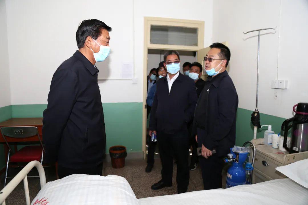【校园快讯】尼玛次仁检查指导新生接待与疫情防控准备工作