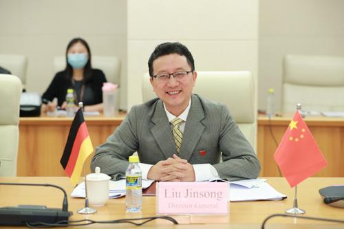 外交部亚洲司司长刘劲松同<a href=