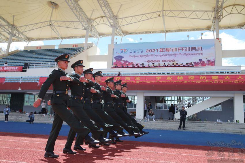 我校举行2020级学生军训开训典礼