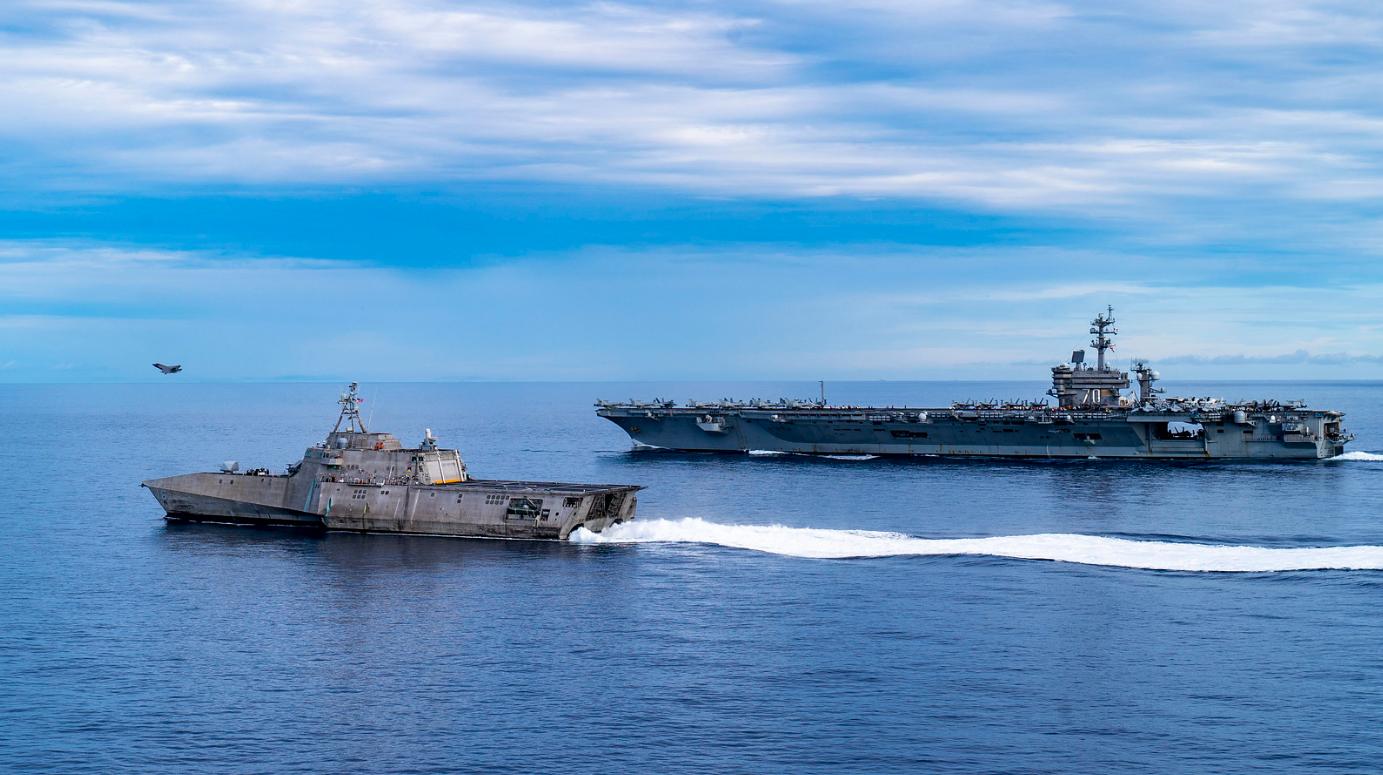 警惕!美军航母与濒海战斗舰在南海会合