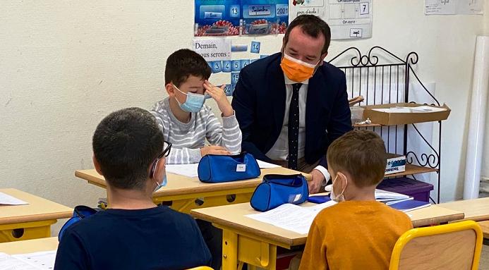 法国秋季开学以来超3000个班级因新冠疫情关闭