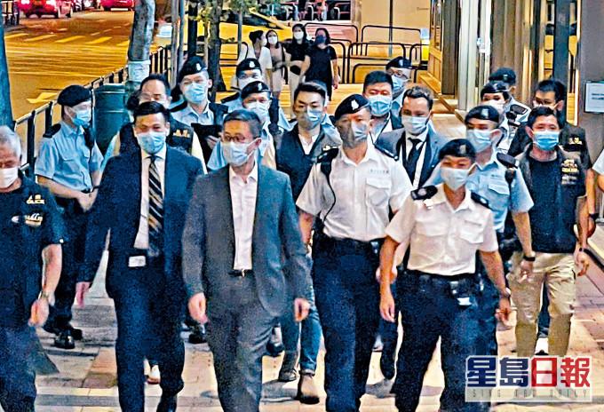 """港媒:黑帮厮杀追入警署,港警""""一哥""""震怒"""