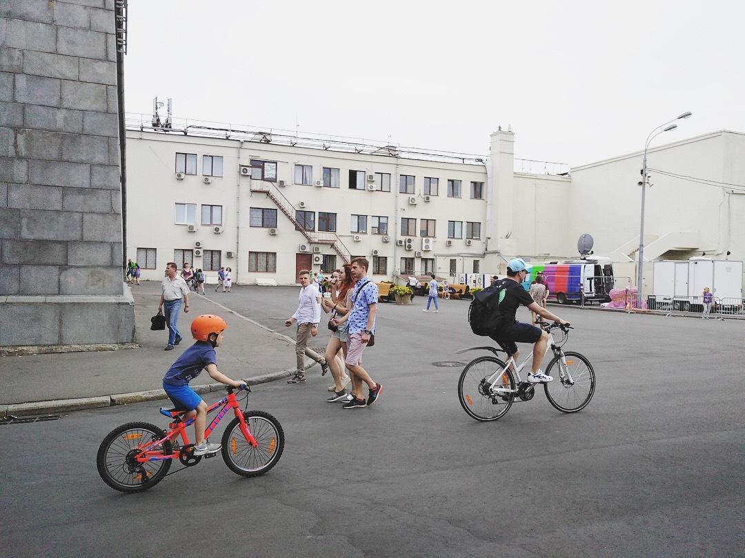 """""""从莫斯科骑去圣彼得堡"""",全俄最长自行车道开建"""