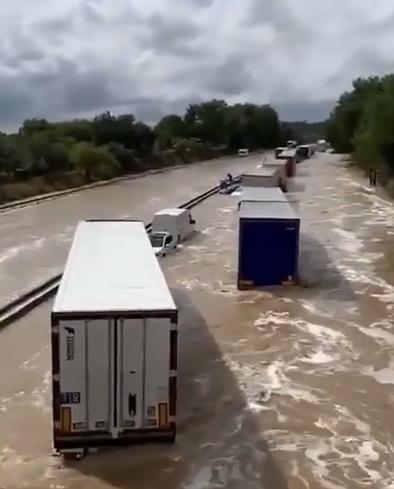 恶劣天气致法国加尔省洪水泛滥 已致2人失踪1人受伤