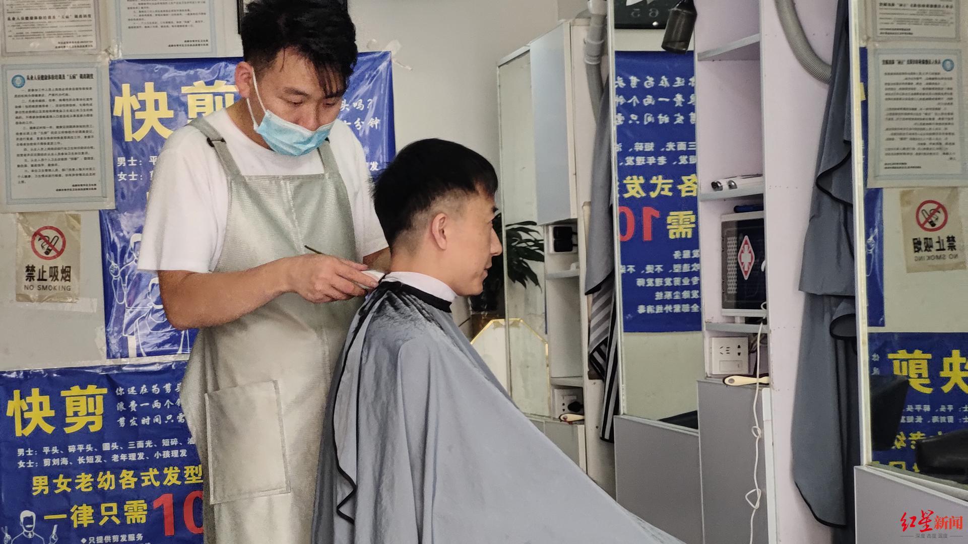 10元快剪理发店调查:男性客人居多 7成是年轻人