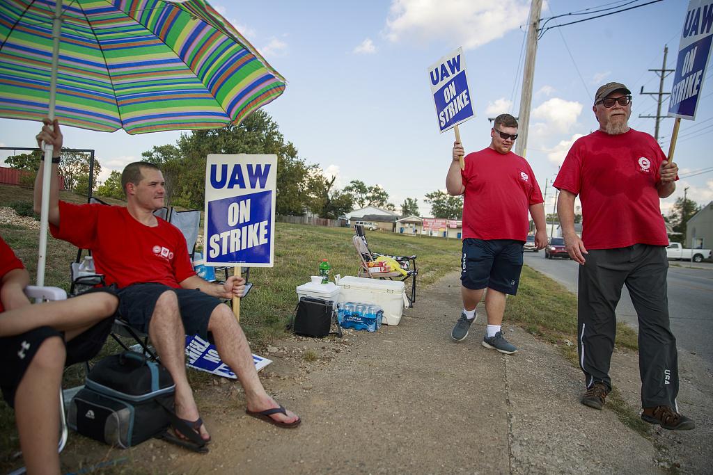 美国约1400名食品工人罢工 公司启动应急计划