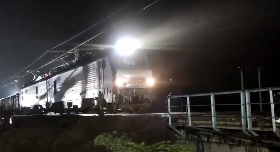 受强降雨影响中断的南同蒲铁路昌源河大桥上行线抢通