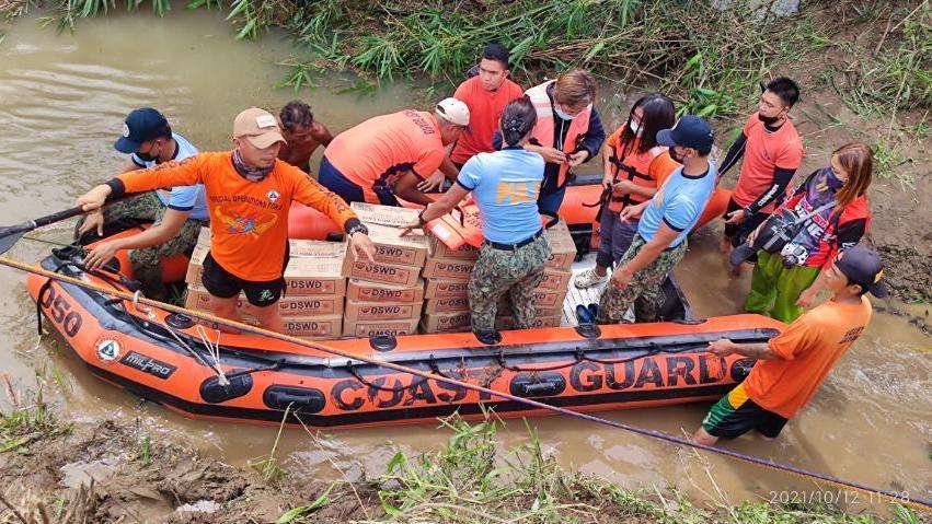 """台风""""圆规""""在菲律宾造成的死亡人数升至11人"""