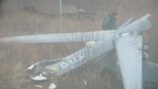 俄罗斯军用无人机在小镇坠毁 吓坏当地居民