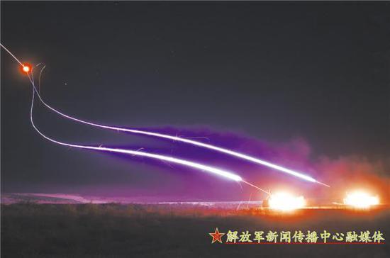 配属于同一部队的肩扛式防空导弹进行夜间射击训练, 肩扛式导弹被用于掩护导弹部队