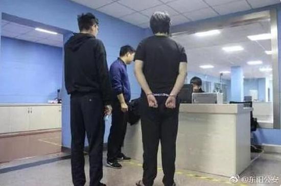 @东阳公安发布的嫌疑人照片 ↑