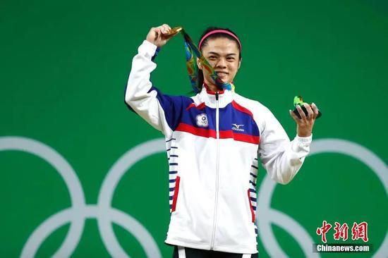 2016里约奥运举重女子53公斤级决赛,中华台北选手许淑净获得金牌中新网记者 富田 摄
