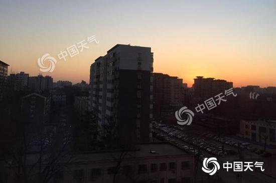 今晨,北京红日东升。