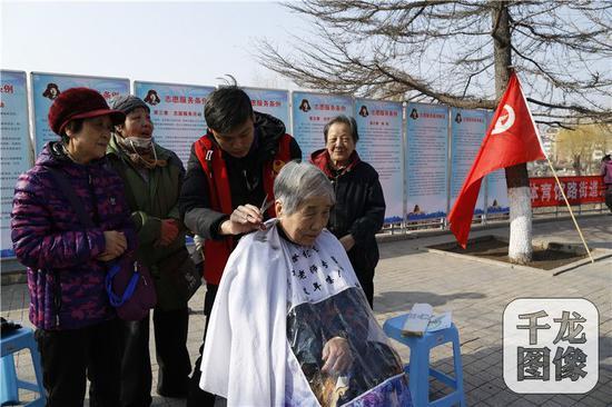 """北京东城举办""""志愿服务 爱满东城""""学雷锋"""