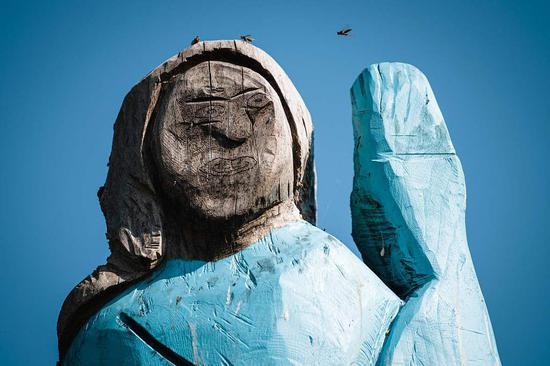 故乡为美第一夫人竖起一座雕像