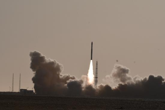 17岁房东智取众美女 一箭双星 快舟一号甲运载火箭发射成功