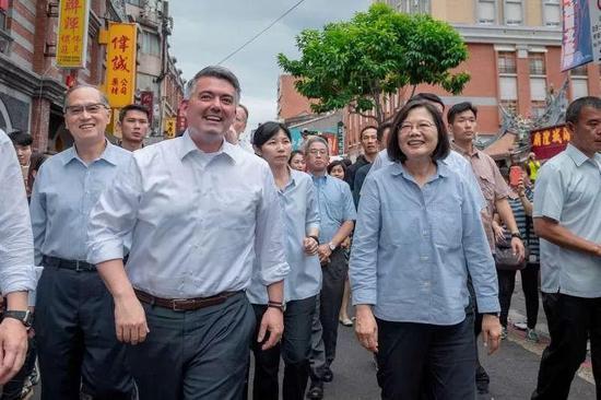 美國又拋出一部惡法 在中國背后扎刀子