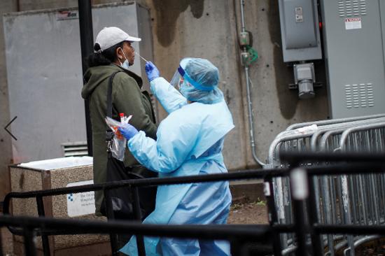 美国单日新增逾2.1万例确诊病例(图源:美联社)