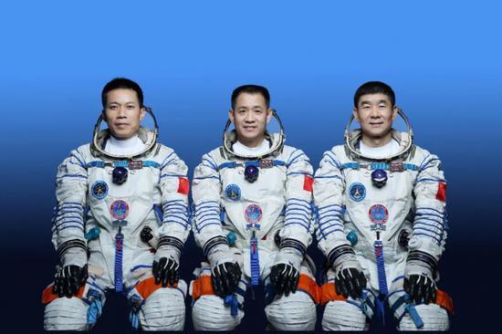 他曾经用兔子交学费,今天第三次飞上太空