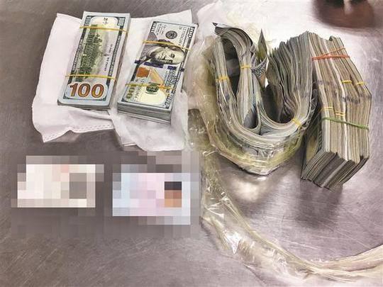 ▲海关部门截获女子私藏的美金。