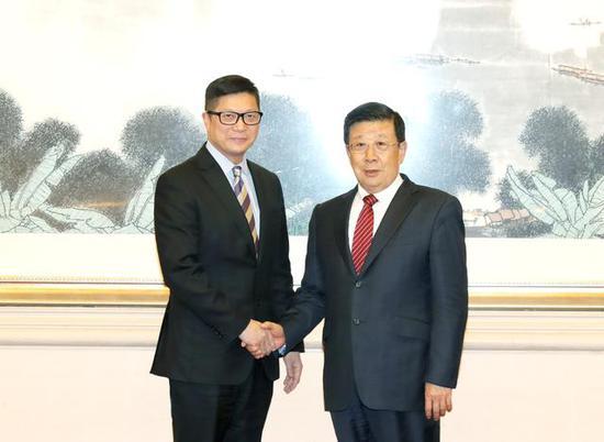 公安部部長趙克志會見香港警務處處長鄧炳強(圖)