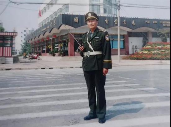 陈士宝当年执勤时的照片