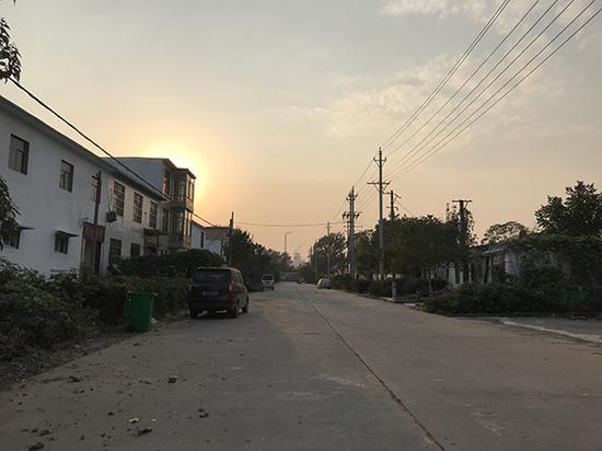 夕阳下的四盘磨村