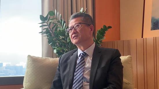 前往绝密区域 香港财政司司长:香港不惧竞争 最怕自己不争气